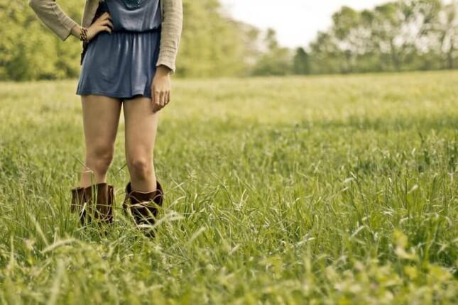 Dziewczyna w krótkiej sukience