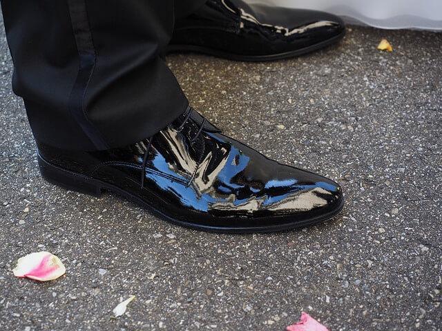 lakierowane buty do garnituru