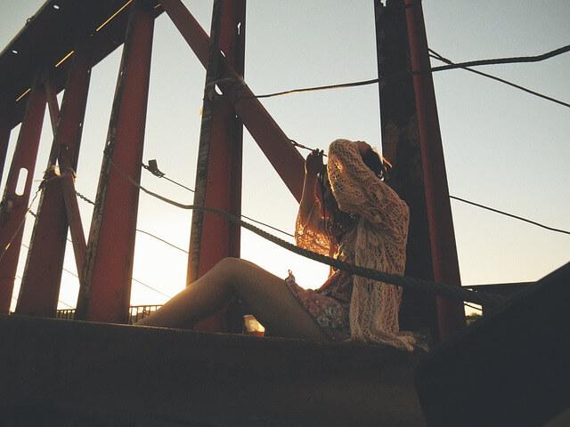 dziewczyna w romantycznej sukience