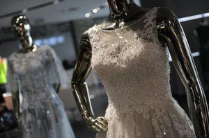 Sukienki na wystawie