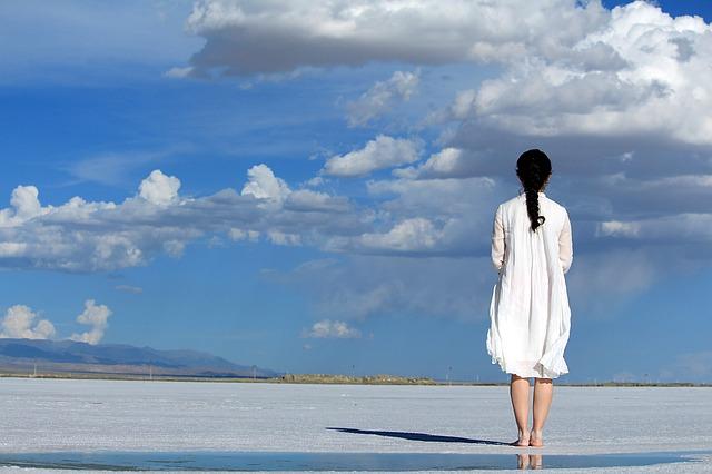 kobieta w sukience oversize