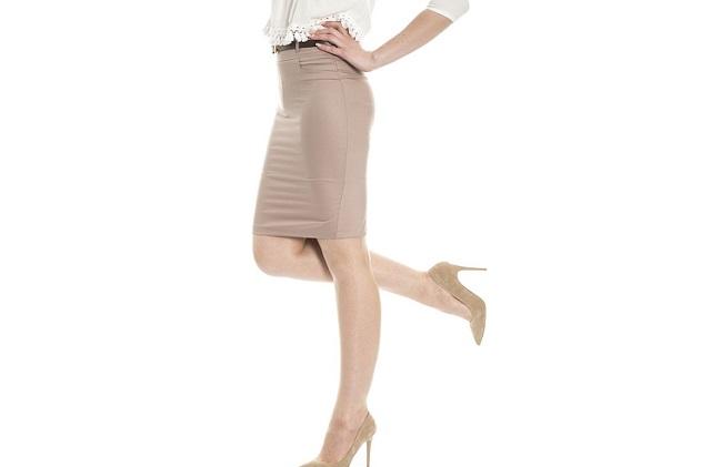 Kobieta w spódnicy