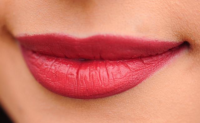 Czerwone usta kobiety