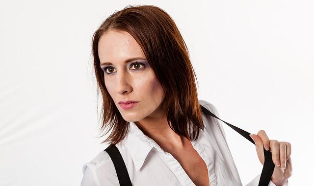 Kobieta trzyma szelkę