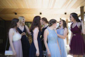 kobiety w sukienkach