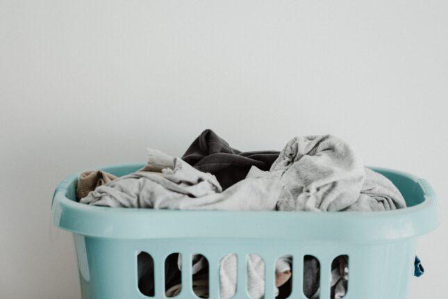 pranie w koszu